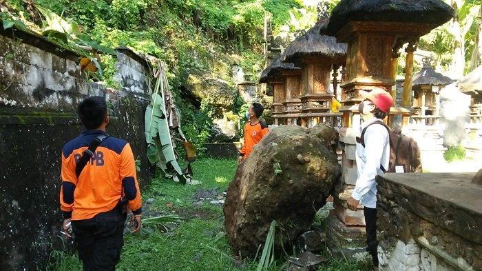 Batu Berdiameter 2 Meter Jatuh Mengenai Pelinggih di Karangasem