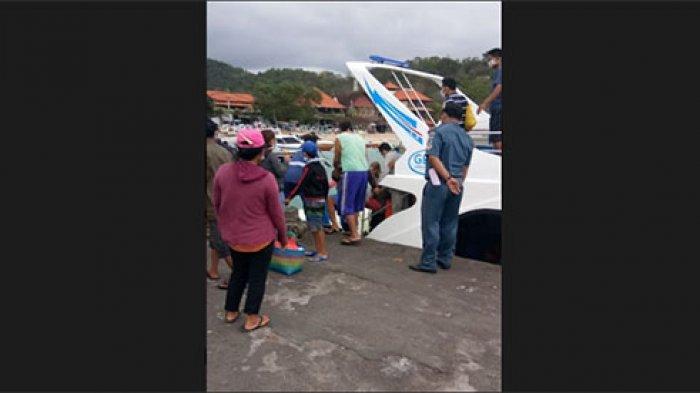 Ombak Tinggi, Belasan Fastboat dari Nusa Penida Menuju Kusamba Bersandar di Pelabuhan Padang Bai