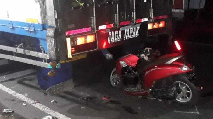 Diduga Mengantuk, Dua Pelajar Tabrak Pantat Truk Tronton di Tabanan, Korban Dilarikan ke RS