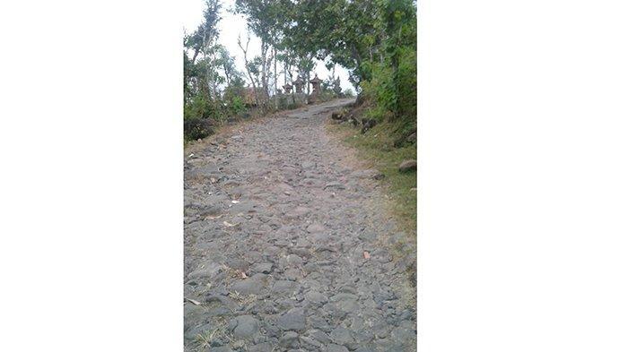 Jalan di Banjar Tanah Barak Karangasem Rusak Parah, Ajuan Perbaikan hingga Kini Belum Terealisasi