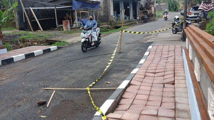 Baru Sebulan Selesai Diperbaiki,Jalan Penghubung Abuan Menuju Apuan di Kecamatan Susut Bangli Amblas