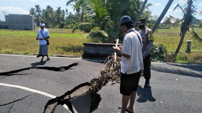 Aliran Parit Terkikis, Jalan Akses ke Vila di Tabanan Ikut Jebol