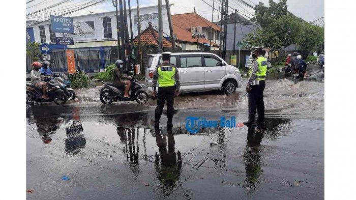 Dampak Hujan Hari Ini, Jalan Bolong dan Genangan Air Terjadi di Gianyar Bali