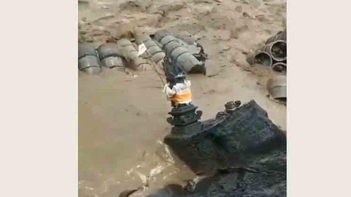 Senderan dan Pelinggih di Pantai Siyut Gianyar Ambruk