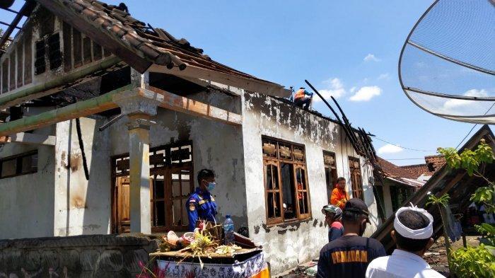 Diduga Dupa Jatuh ke Kasur, Rumah Made Suartiasa Ludes Terbakar Saat Galungan di Buleleng Bali