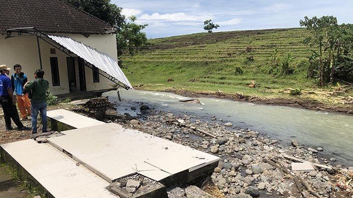 Rumahnya di Pekutatan Jembrana Hanyut Diterjang Banjir Bandang, Misbah Sebut Kerugian Rp 250 juta