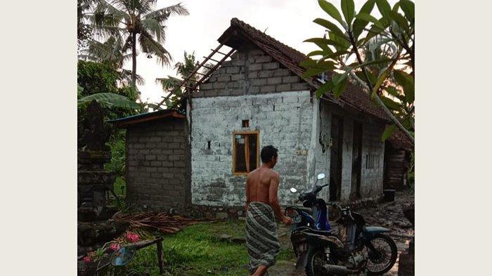 Sepuluh Rumah Rusak Diterjang Angin Puting Beliung di Desa Warnasari Jembrana