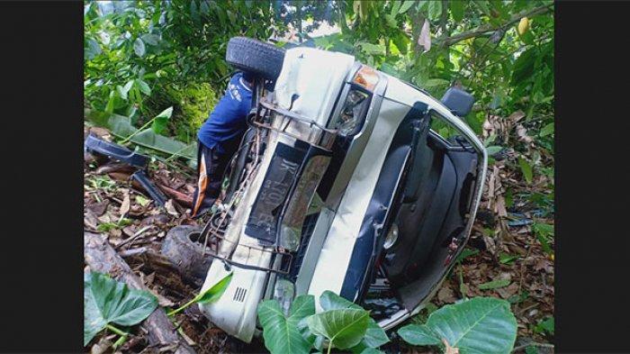 Diduga Sang Sopir Mengantuk, Pikap Tabrak Mobil yang Sedang Parkir di Jalan Antosari-Pupuan Tabanan
