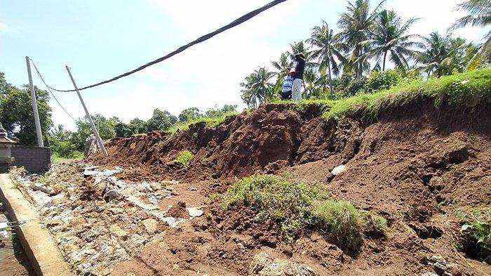 Senderan di Lahan Milik Gede Adi Amblas, Tutup Akses Jalan 30 KK di Desa Bondalem Buleleng Bali