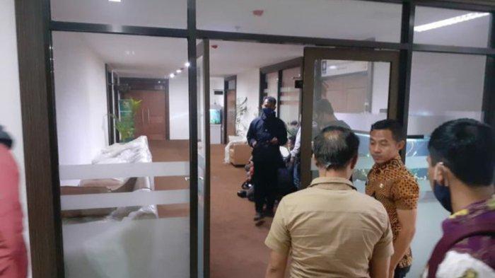 KPK Geledah Ruang Kerja Anggota DPRD Jabar Abdul Rozaq Muslim hingga Pukul 15.30 WIB