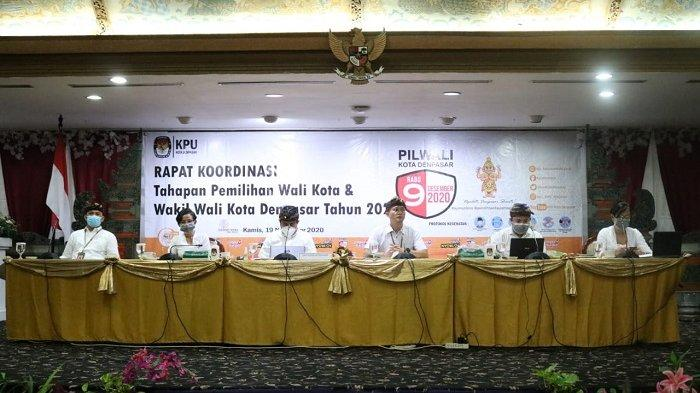 Coblosan Kurang Sebulan, KPU Denpasar Pastikan Semua Logistik Disemprot Desinfektan Cegah Covid-19