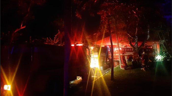 Lagona Restaurant Terbakar, Damkar Badung Turunkan 7 Armadanya untuk Padamkan api