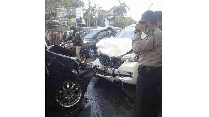 Lakalantas Karambol di Jalan Hangtuah Denpasar, 3 Mobil Penyok, Dua Orang Luka