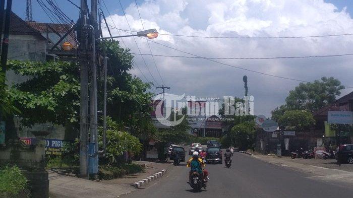Lampu PJU di WR Supratman Denpasar Menyala Terus
