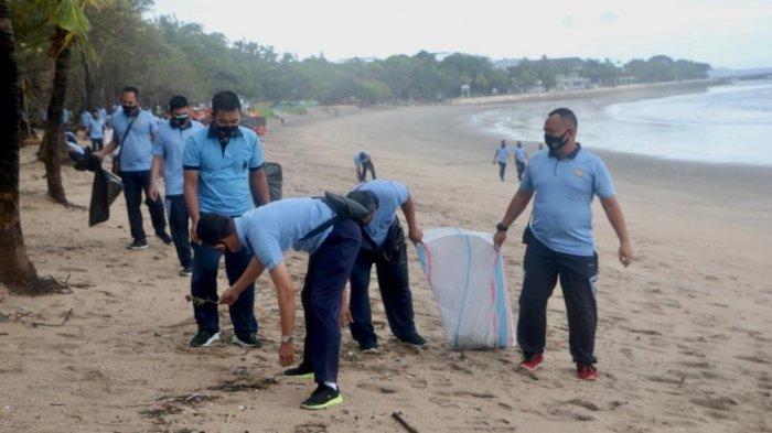 Lanud I Gusti Ngurah Rai Gelar Bersih-bersih di Kawasan Pantai Kuta Bali