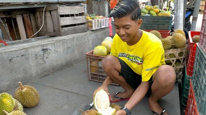 Memasuki Musimnya, Buah Durian Agung Setiawan Bisa Laku Terjual Hingga 300 Buah Perharinya