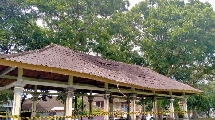 Tribun Lapangan Dangin Carik Nyaris Ambruk,Pemerintah Tabanan Bali Belum Pastikan Perbaikan