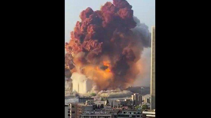 Dua Ledakan Dahsyat Guncang Beirut Lebanon, Truk dan Roda Empat Bergelimpangan