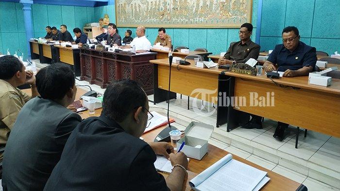 Dewan Ingatkan Perbaikan Infrastruktur hingga LPJ di Nusa Penida