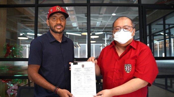 Bek Senior Leonard Tupamahu Perpanjang Kontrak Semusim, Berharap Pensiun di Bali United