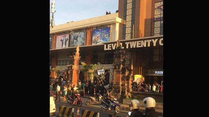 Seorang Pria Nekat Lompat dari Lantai 3 Level 21 Mall Denpasar