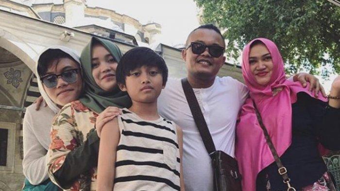 Jenazah Lina Mantan Istri Sule Diangkat dari Kuburan, Meja Sudah Siap, Hujan Cukup Deras