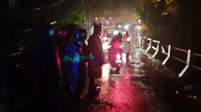 BREAKING NEWS - Kasus Laka Lantas Terjadi di Ubud Gianyar, 3 orang Terjun ke Jurang di Sungai Petanu