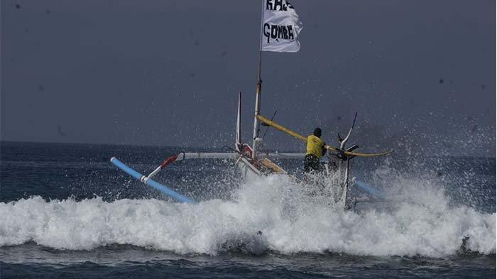 Serangkaian Hari Petik Laut, Nelayan di Desa Air Kuning Gelar Balap Jukung
