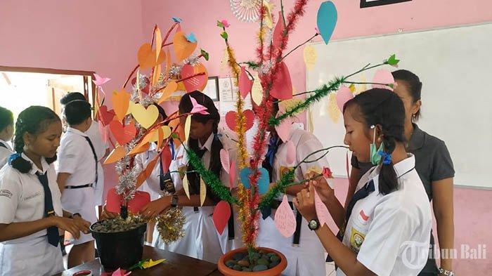 Tumbuhkan Budaya Literasi, Siswa di SMPN 6 Tabanan Ikuti Lomba Membuat Pohon Baca