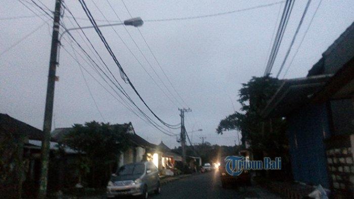 Lampu Penerangan Jalan Umum Padam di Gunung Agung Denpasar