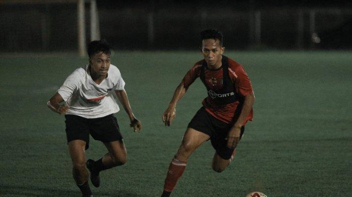 Kadek Dimas Cetak Gol ke Gawang Tim Senior Bali United