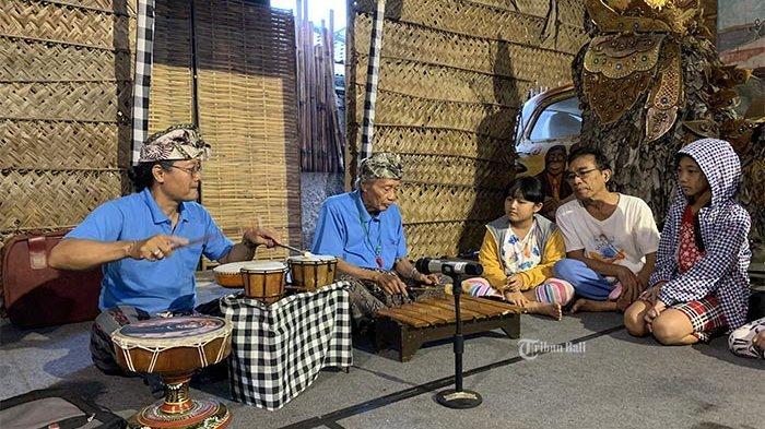 Made Taro Tuangkan Pengajaran Bahasa Bali dalam Permainan