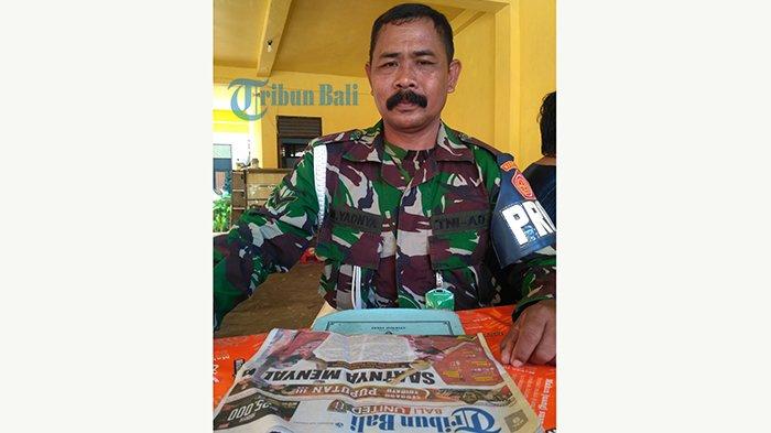 Jatuh Cinta, Pak Kumis Beri Oleh-Oleh Keluarganya Koran Tribun Bali Setiap Pulang Kerja