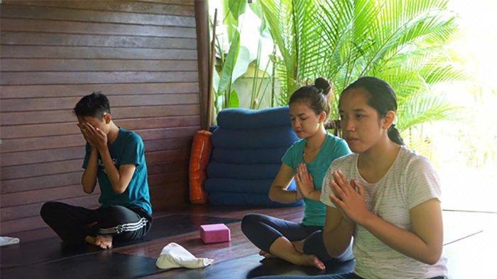 Mahasiswa STPBI Kenalkan Yoga Sebagai Wisata Spiritual dalam Program Kreativitas Mahasiswa