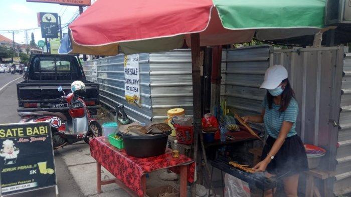 Sosok Iluh, Mahasiswi Cantik Penjual Sate di Jimbaran Bali - mahasiswi-jual-sate.jpg