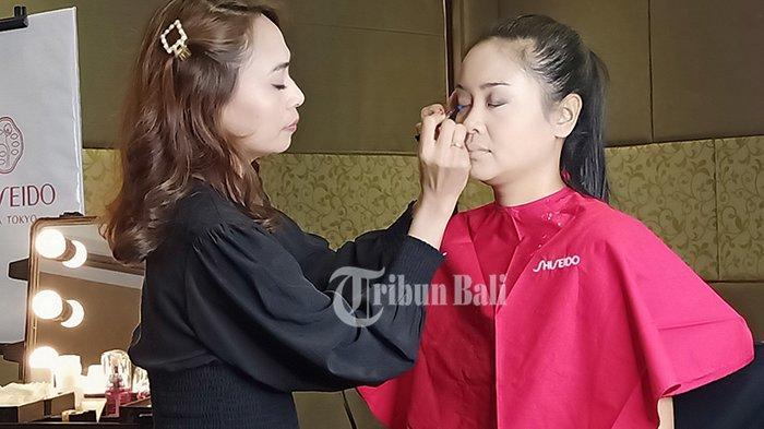 Tampil Cantik dengan Make Up Natural, MUA Nury Bagikan Tipsnya untuk Pemula