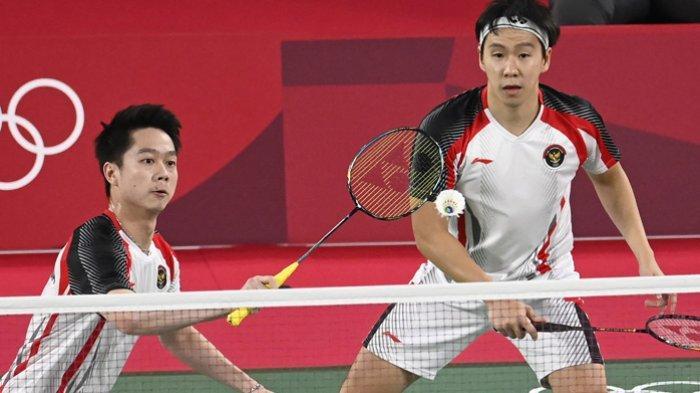Pasangan ganda putra Indonesia Kevin Sanjaya dan Marcus Gideon saat tampil di Olimpiade Toky 2020.