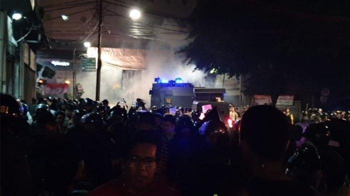 Massa Berkumpul di 3 Titik di Sekitaran Gedung Bawaslu RI, Sejumlah Orang Diamankan