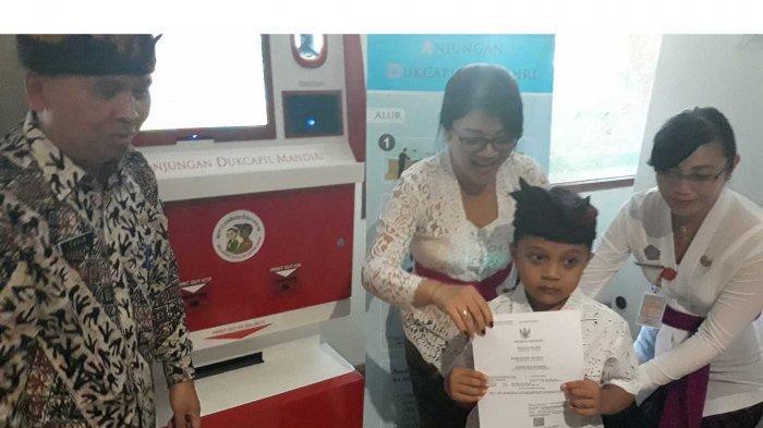 Raih Penghargaan 'Dukcapil Bisa', Dukcapil Denpasar Bali Dapat Hadiah Mesim ADM