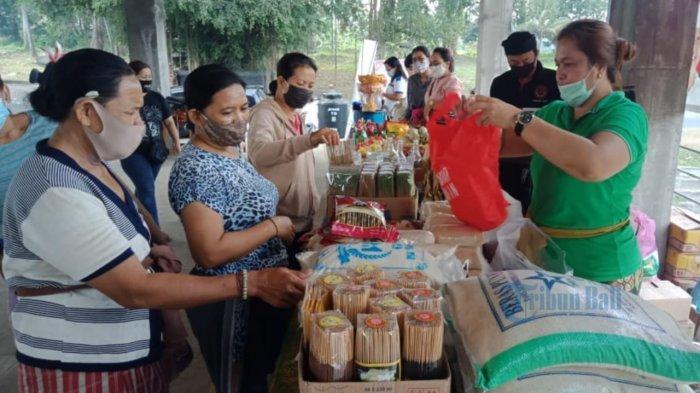 Ibu-ibu Serbu Pasar Gotong Royong di Sukawati Gianyar, Harga Beberapa Barang Lebih Murah