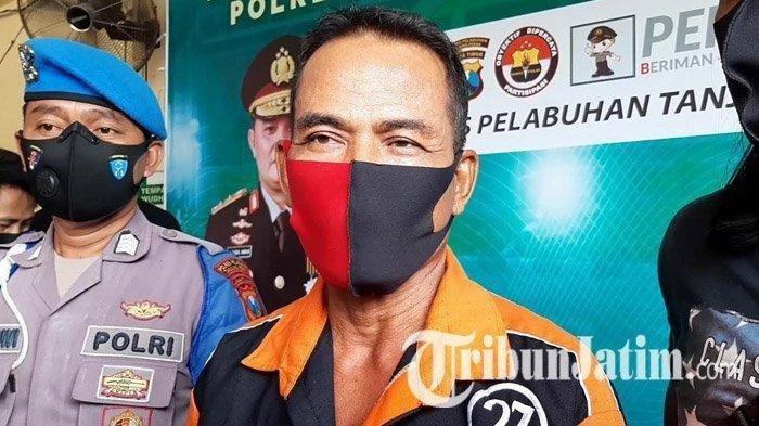 Mat Nadin (60) warga Wonosari Wetan II E Surabaya yang tega membacok tetangganya sendiri saat berada di Polres Pelabuhan Tanjung Perak Surabaya, Sabtu (17/10/2020).
