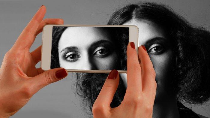 Mata Perih Akibat Menatap Layar HP Terlalu Sering? Lakukan 7 Tips Mata Sehat Berikut Ini