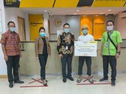 Berbagi di Tengah Ramadan, Maybank Syariah Berikan Donasi Kepada 100 Kaum Duafa