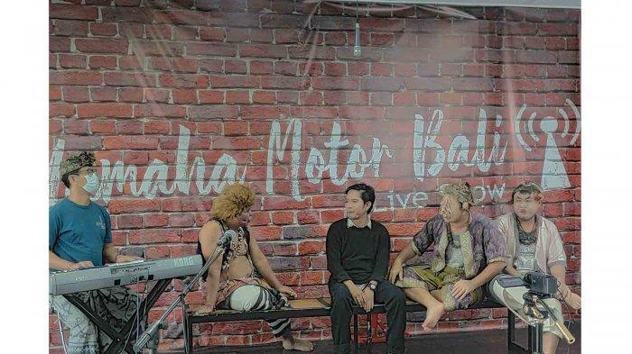 Dukung Musisi Bali Tetap Berkarya, Mekedekan Ajak Clekontong Mas Undang Musisi Pop Bali Eka Jaya