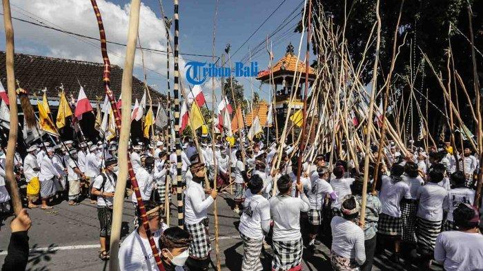 Potret Tradisi Mekotek di Desa Munggu Badung Bali Saat Hari Raya Kuningan 2021
