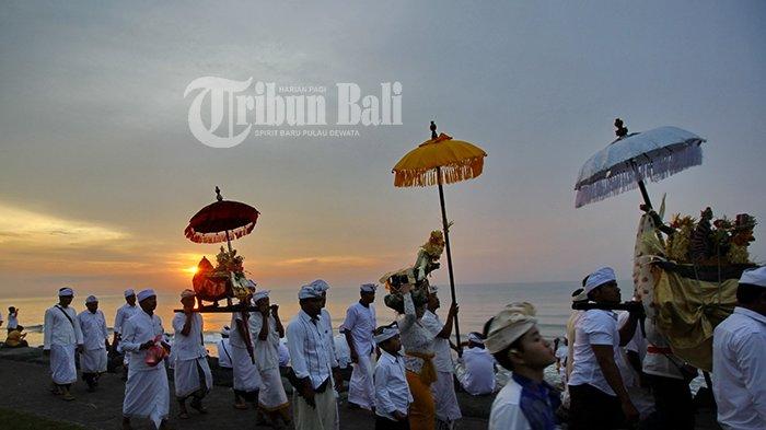 Orang Bali Harus Tahu, Ini Sesungguhnya Tujuan Melasti Sebelum Nyepi