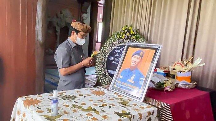 Sampaikan Duka Mendalam, Plh Bupati Adi Arnawa Melayat ke Rumah Almarhum Arya Agung Dhananjaya