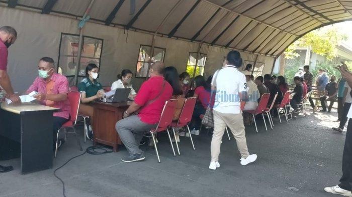 UPDATE: Listia Belum Dapat Informasi dari Disparda, Pergi ke Wantilan DPRD Bali Untuk Vaksin Kedua