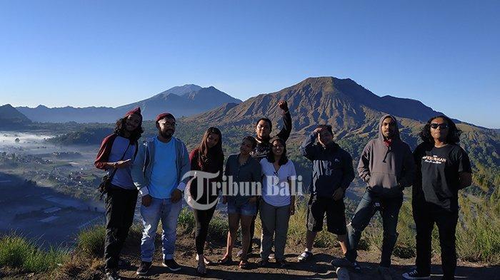 Asyiknya Camping di Bukit Pinggan Kintamani, Menikmati Sunrise & Pemandangan Gunung Batur Pagi Hari