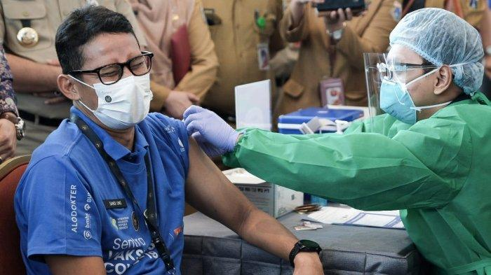 Telah Jalani Vaksinasi Covid-19, Menparekraf: Setelah Divaksin Itu Kita Bukan Jadi Superman